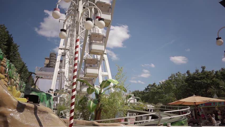 Time lapse theme park wheel 60fps paris france 18 for Amusement parks in paris