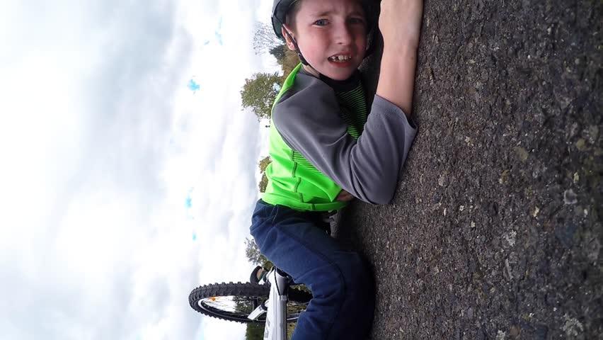 Kid crashes his bike while wearing 360 degree rotating sports camera.