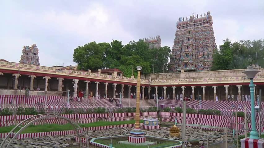 MUDARAI, INDIA – SEP 23, 2011: Meenakshi Amman Hindu Temple - HD stock video clip