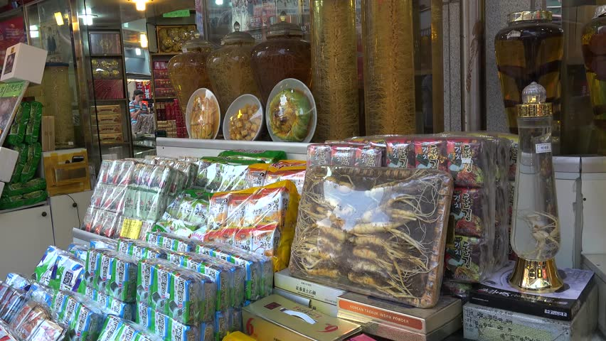 SEOUL, - NOVEMBER 01: Ginseng Trade Shop in the Namdaemun market. November 01, 2015 in Seoul, South Korea - 4K stock video clip