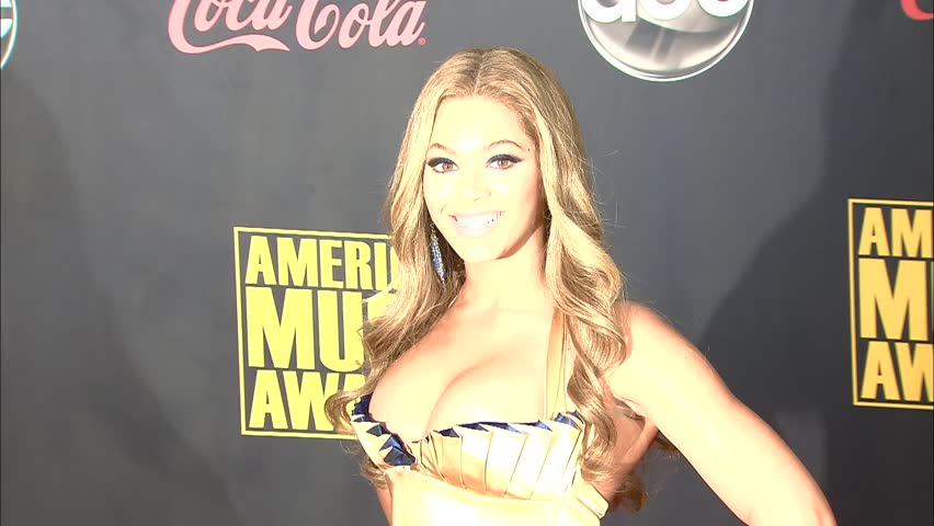 Los Angeles, CA - NOVEMBER 18, 2007: Beyonce Knowles, walks the red carpet at the American Music Awards 2007 held at the Nokia Theatre