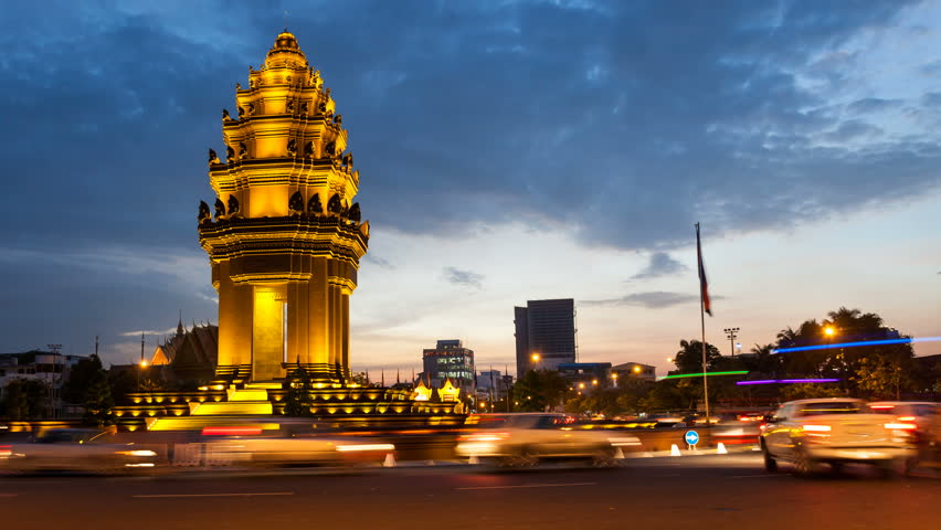 SUNSET TIMELAPSE OF INDEPENDENCE MONUMENT IN PHNOM PENH CAMBODIA