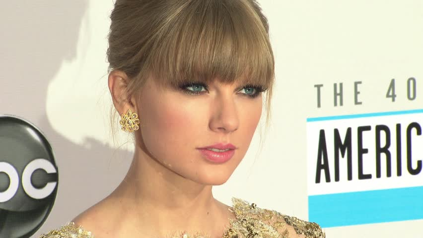 LOS ANGELES - November 18, 2012: Taylor Swift at the American Music Awards 2012 in the Nokia Theatre in Los Angeles November 18, 2012