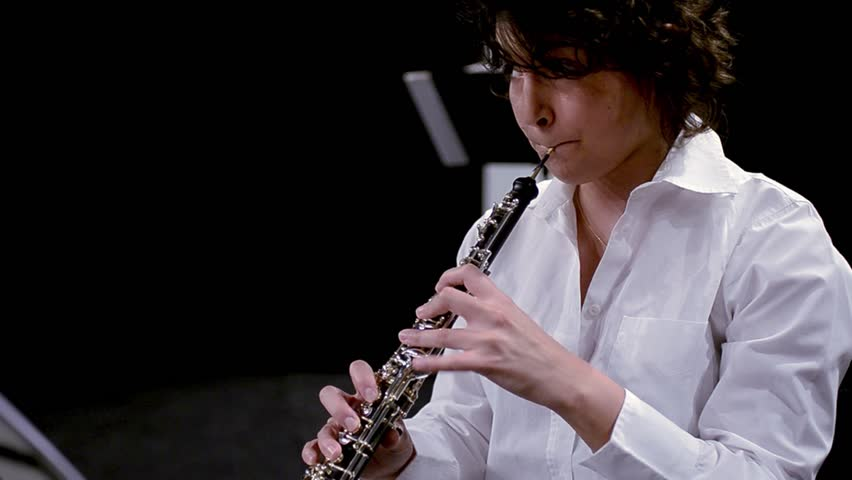 how to play oboe with braces