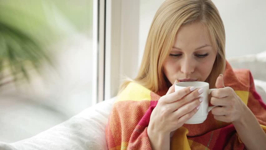 Αποτέλεσμα εικόνας για woman in cold weather