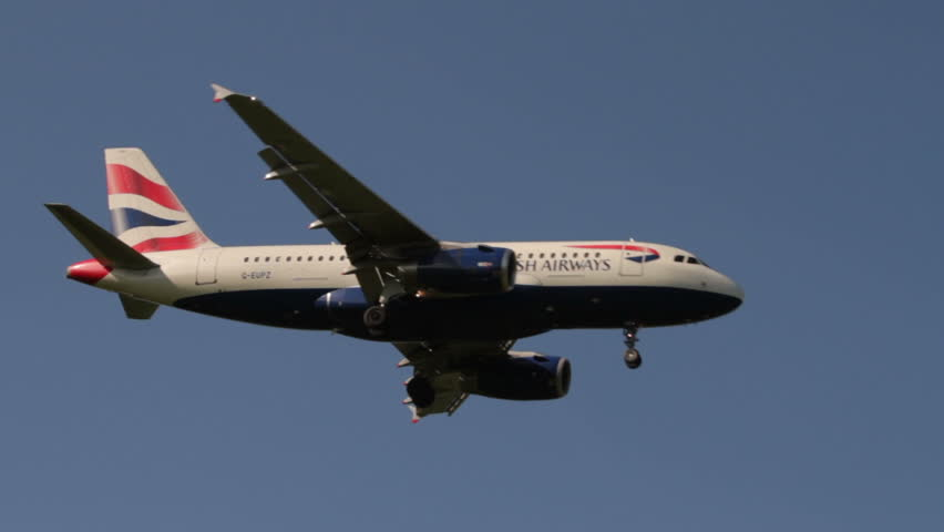 MANCHESTER, LANCASHIRE/ENGLAND - SEPTEMBER 29: British Airways Airbus A319 comes in to land on September 29, 2013 in Manchester. British Airways is a founding member of Oneworld airline alliance.