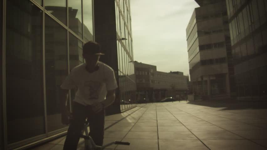 BMX: Spinning No Hands