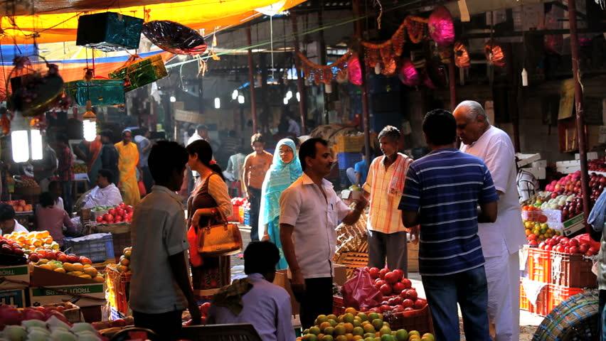 Los banos philippines january 18 filipino customers for Wholesale fish market los angeles