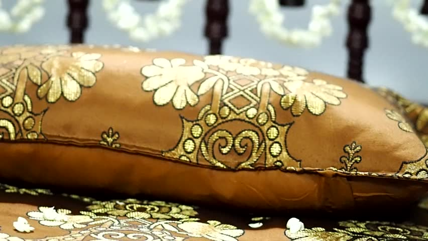 80 indian wedding bed nitin and rachnas indian for Asian wedding bed decoration