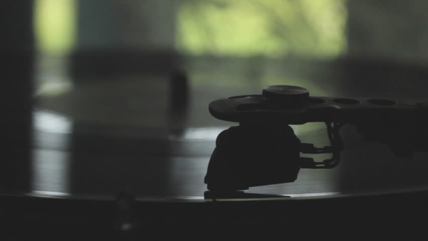 turntable, gramophone,gramophone playing near the window