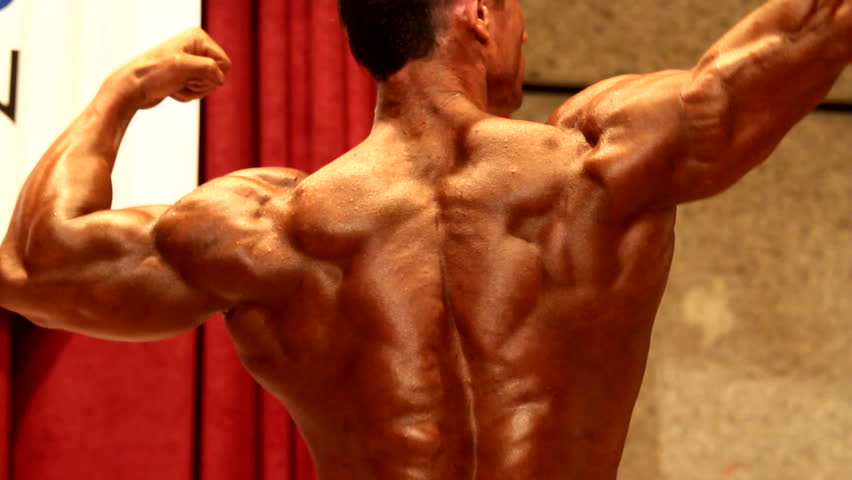 bodybuilder posing in bodybuilding championship